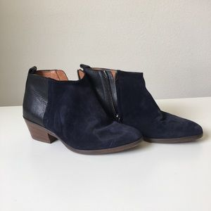 Two tone ankle boots ( black and navy blue)